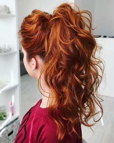 High Wavy Ponytail