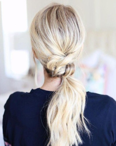 Wavy Knotted ponytail