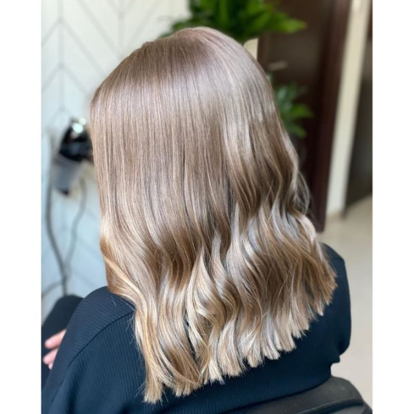 Shiny Gold Blonde Long Bob for Wavy Hair