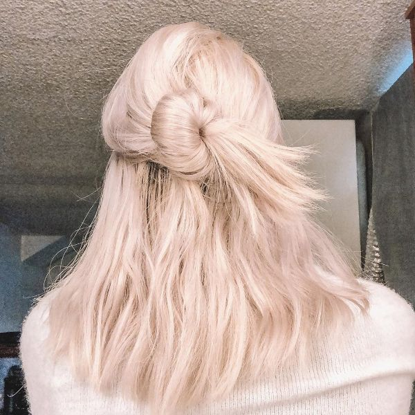 Messy Updo for Long Blonde Hair with Undone Bun