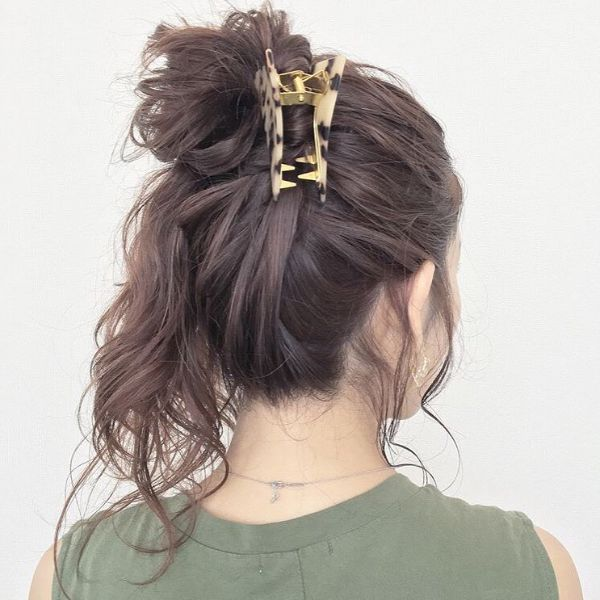 Relaxed Side Ponytail with Hair Claw