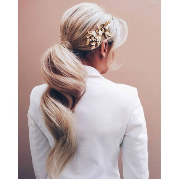 Swirling Low Ponytail for Blonde Layered Hair with Bangs