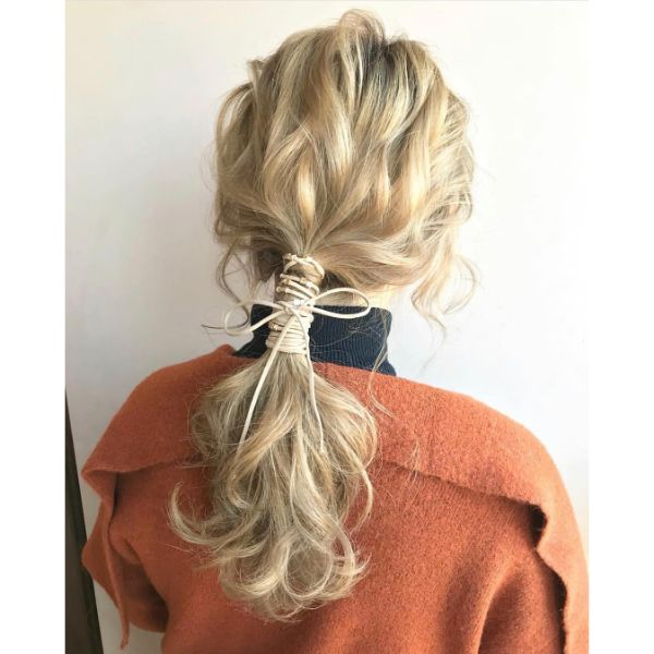 Wavy Messy Hair Updo with Nape Ponytail and Lace for Blonde Hair