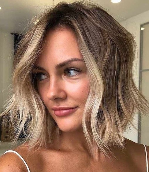 Wavy Lob with Blonde Highlights