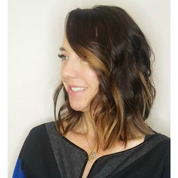 Cool Lob with Brown Highlights Hairstyle