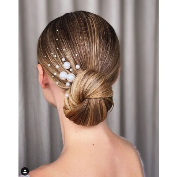 Blonde Knot Bun With Pearls