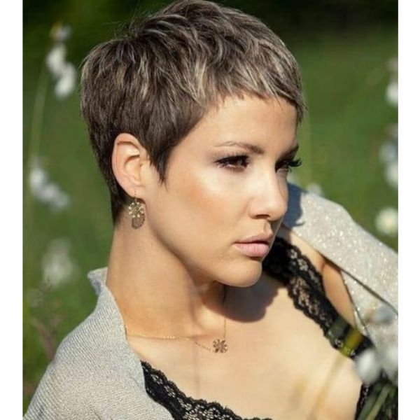 Bronde Colored Haircut With Thin Sideburns