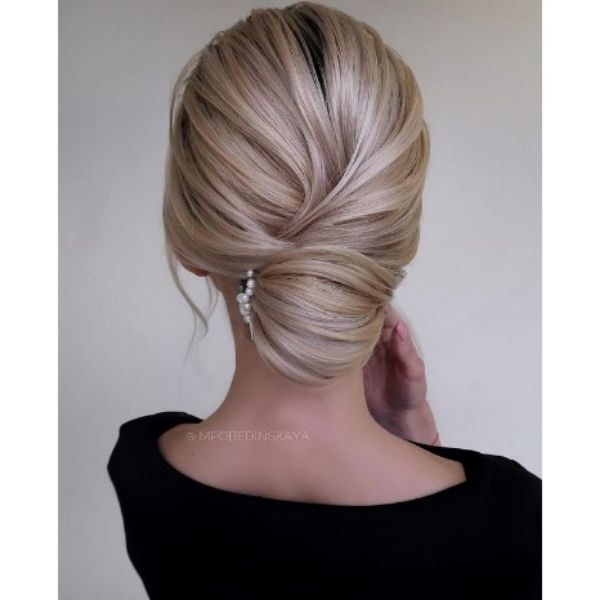Elegant Twisted Blonde Low Bun With Hair Pin With Pearls