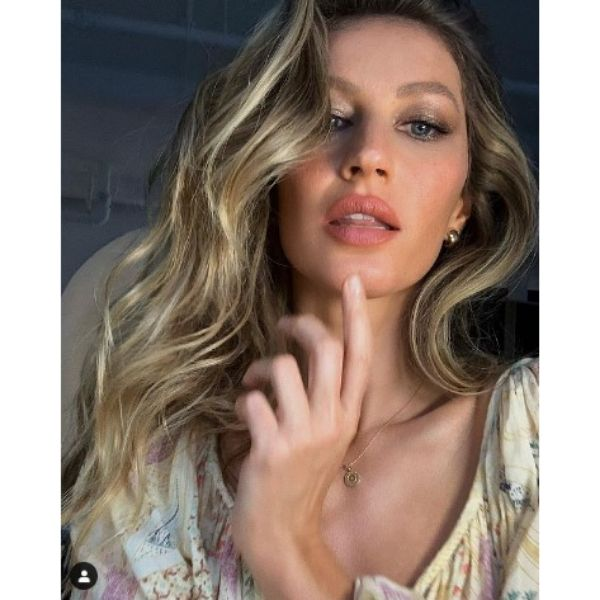 Gisele Bundchen's Hairstyles For Blonde Hair