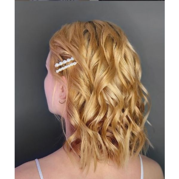 Golden Wavy Medium Hairstyle With Pearl Accessories