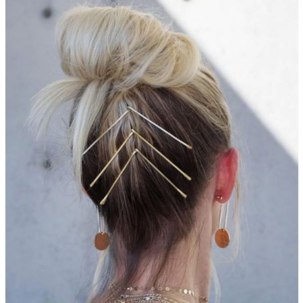 High Bun Hairstyle For Blonde Hair With Golden Hair Pins