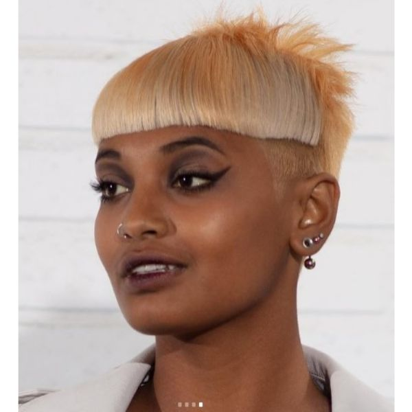 Ilumminating Yellow Short Haircut With Teased Strands