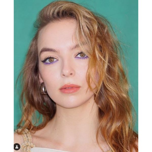 Jodie Comer's Golden Messy Hairstyles For Blonde Hair