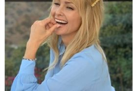 Long Blonde Layered Hairstyle With Golden Hair Slidder