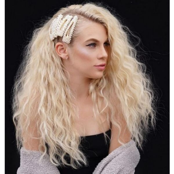 Long Textured Curly Hairstyle For Blonde Hair With 90's Hair Clips
