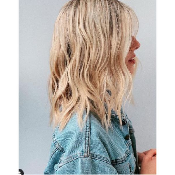 Relaxed Medium Beach Waves Hairstyle For Blonde Hair