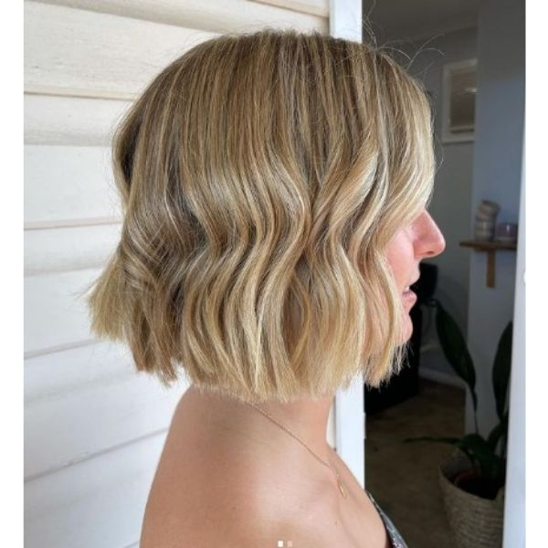 Shiny Wavy Blonde Bob With Blunt Cut Ends
