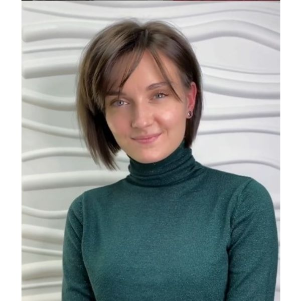 Short Bob Haircut For Oval Face With High Volume
