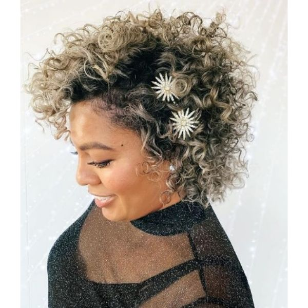 Short Curly Haircut For Blonde Hair With Dark Roots and Daisy Pins