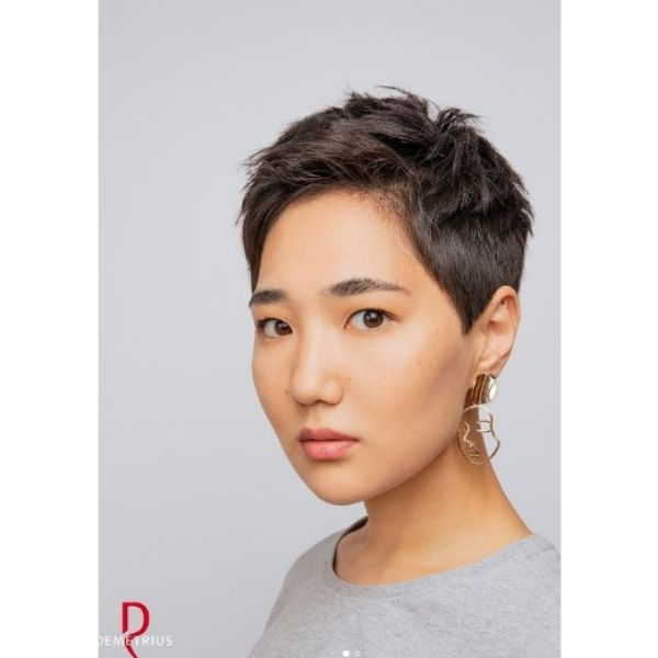 Short Pixie Haircut For Oval Face
