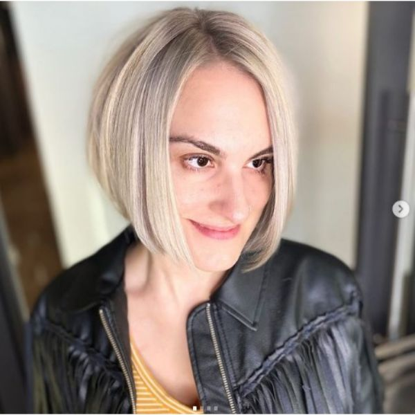 Short Platinum Blonde Bob Hairstyle For Thin Hair