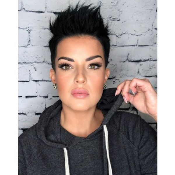 Short Spiky Pixie Hairstyle For Oval Face