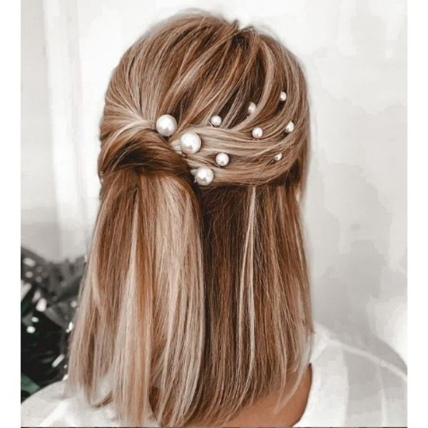 Silky Smooth Wedding Hairstyles For Medium Blonde Hair With Multiple Pearl Pins