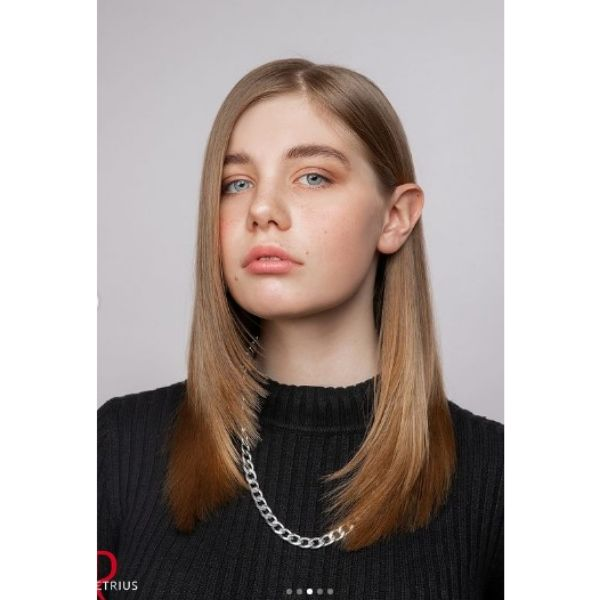 U-layered Haircut With Middle Part For Oval Face And Thin Hair
