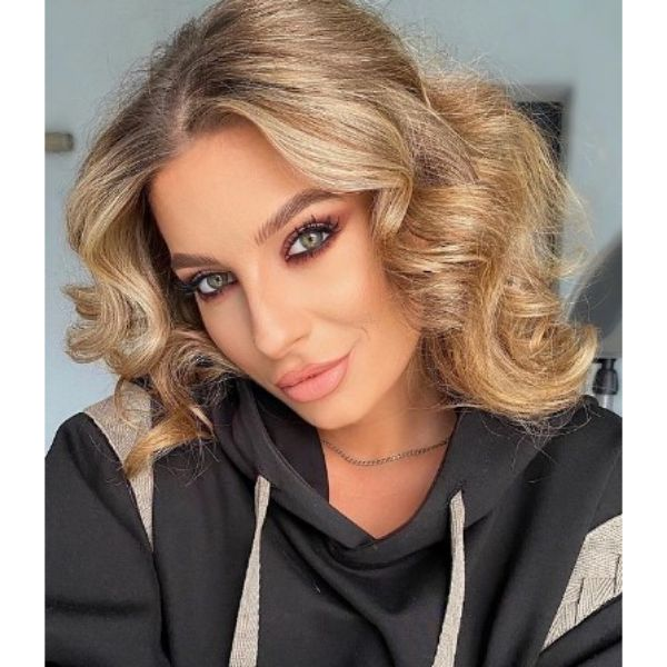 Wavy Medium Hairstyle For Blonde Hair
