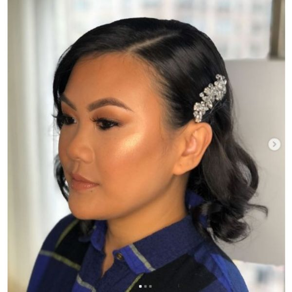 Short Wavy Bob With Side Part and Head Accessory