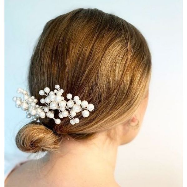 Short Wedding Hairstyle With Pearl Hair Comb