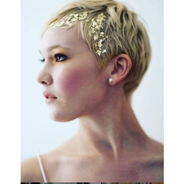 Smooth Wedding Hairstyle For Short Hair With Gold Flakes