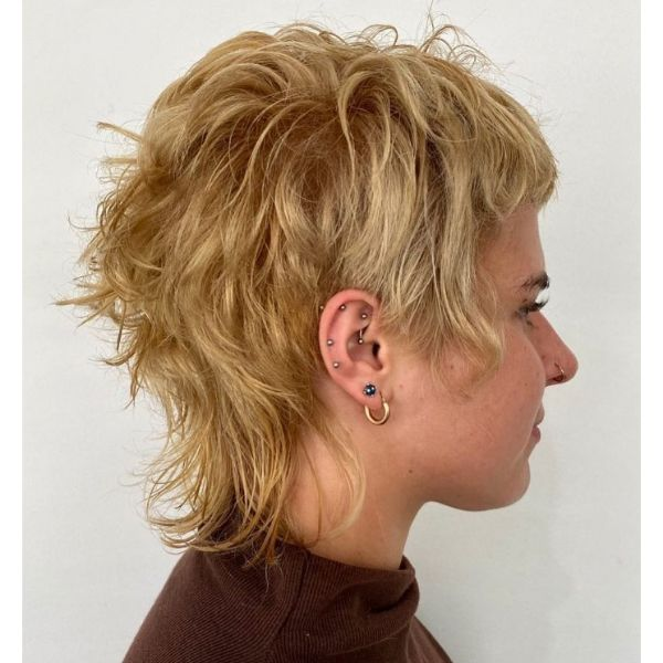 Wavy Messy Cute Mullet Hairstyle With Golden Blonde cute hairstyles for short hair